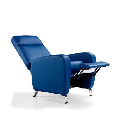 Mecanismo de reclinación metálico, cinchas elásticas de alta durabilidad, relleno espuma de poliuretano, asiento espuma inyectada en molde, opción de brazos extraíbles.