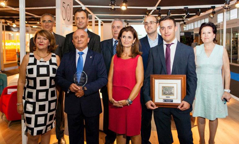 Entrega de Premio Arema a Tapicerías Navarro