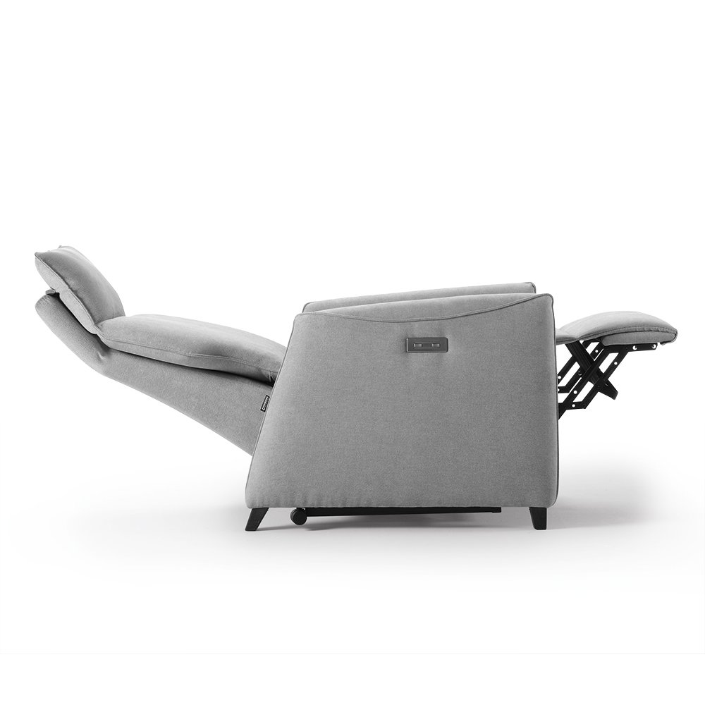 Reclining manual armchair